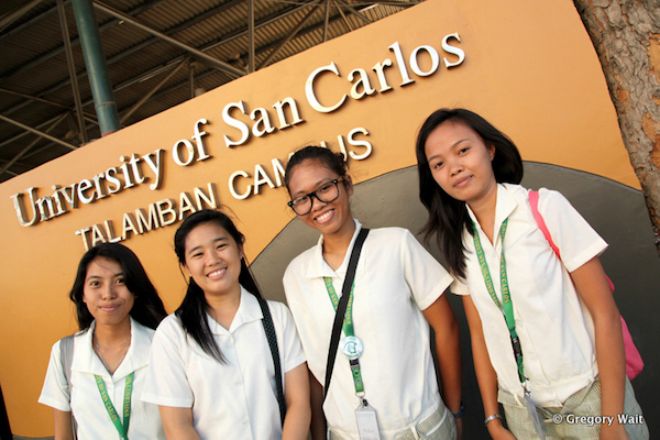 A group PNP students in front of USC.